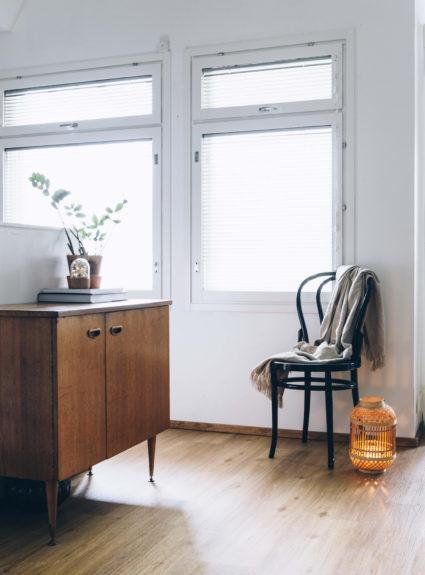 Ikkunakarmien maalaus valkoisiksi – projekti jatkuu