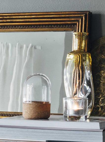 Kirjoituslukko ja suupuhallettua lasia