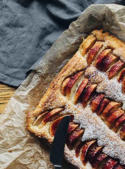 Omenapiirakka ja perinteinen vaniljakastike