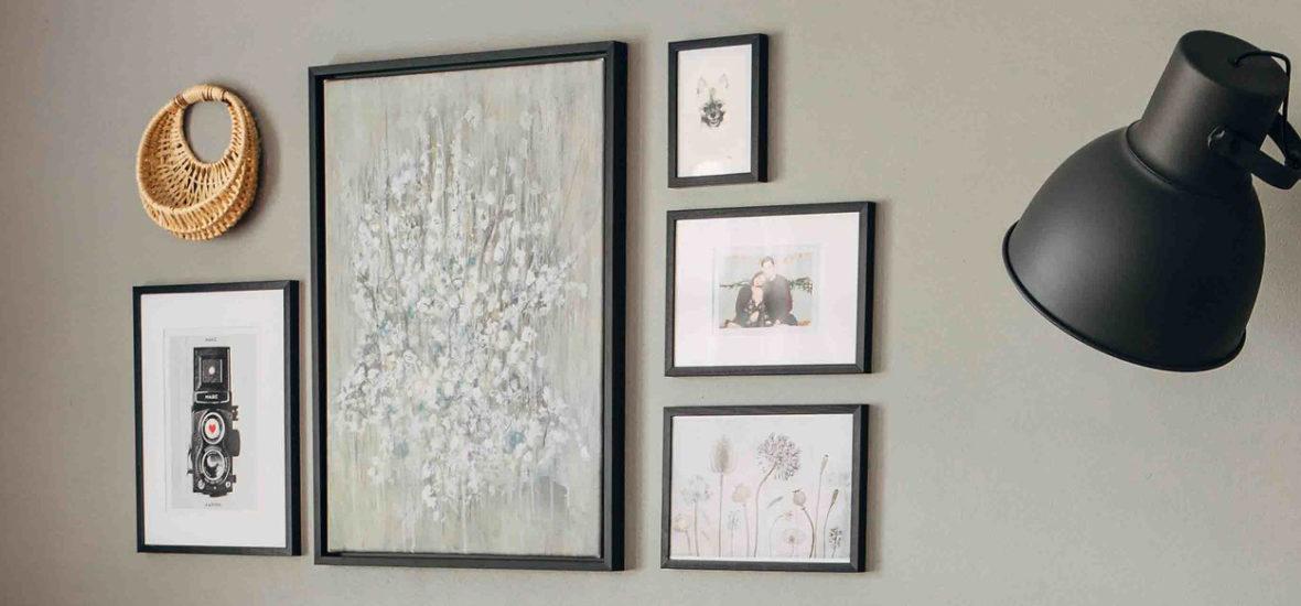 Uudet taidehankinnat olohuoneeseen ja keittiöön